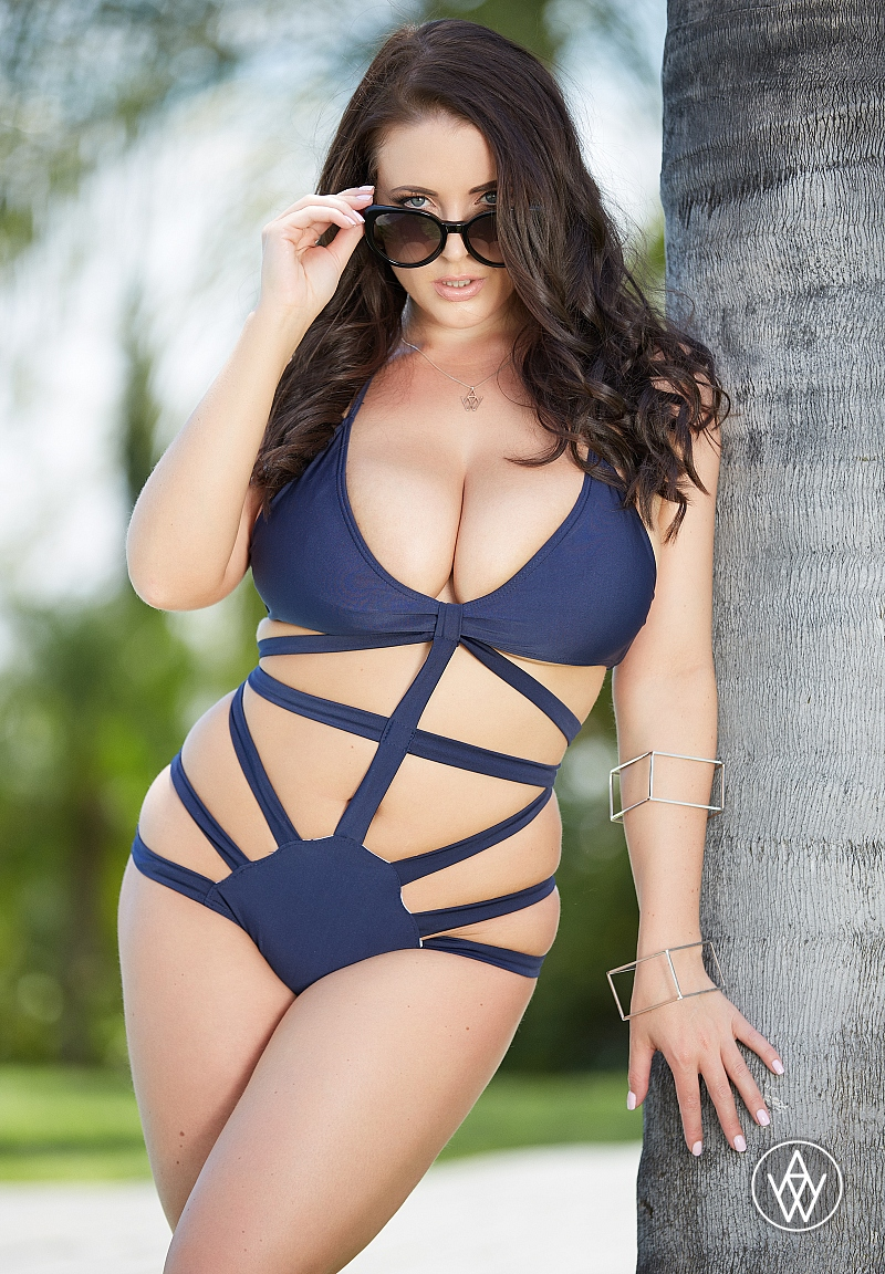 Angela White Wins a Historic Third AVN Female Performer Of The Year Award