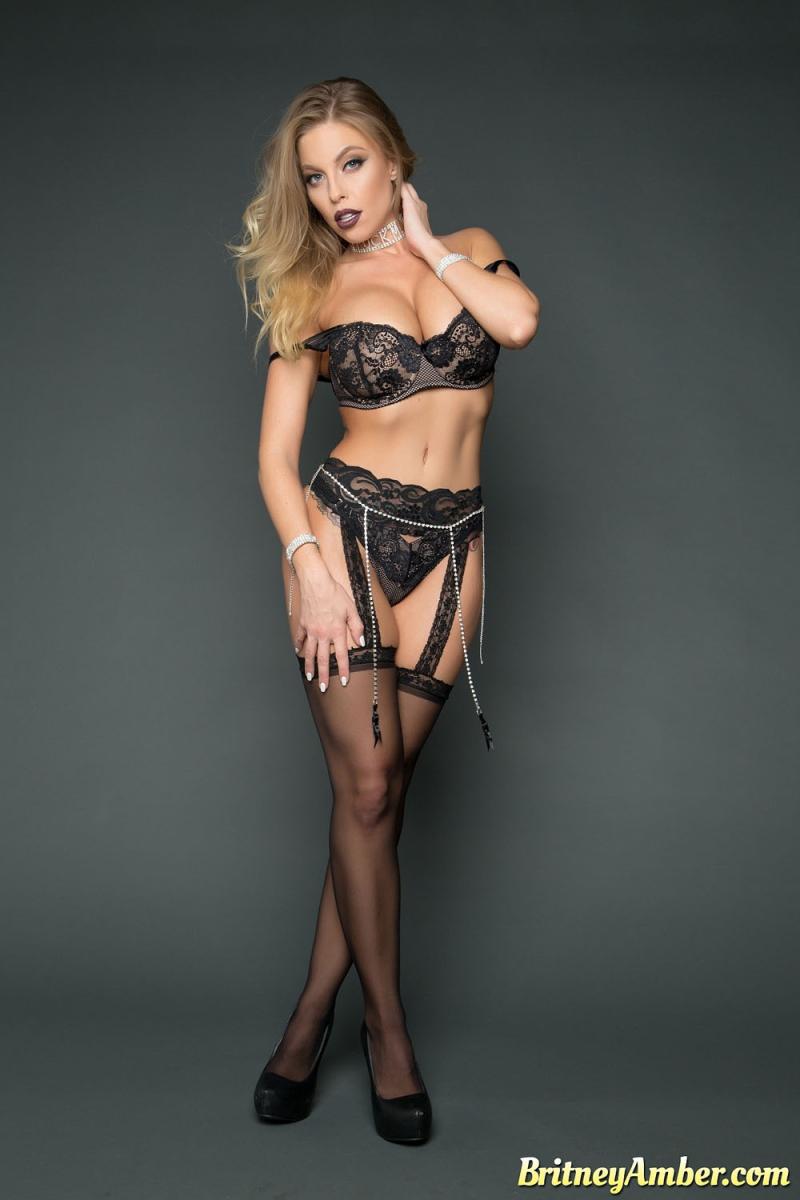 Vote Britney Amber NightMoves Best MILF Performer