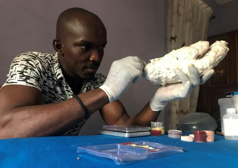 sculptor designs artificial limbs
