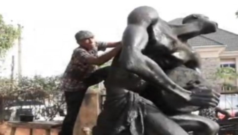 artists restore otigba statue in enugu