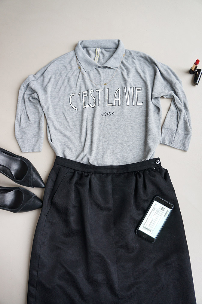 Flatlay with the black vintage skirt