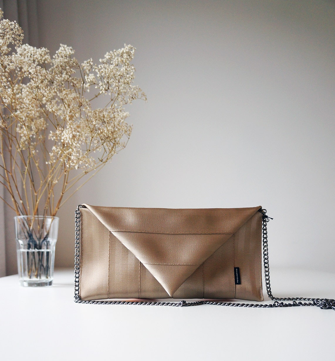 My favourite sustainable gifts for Christmas 2017: the gold clutch by Pekelharing