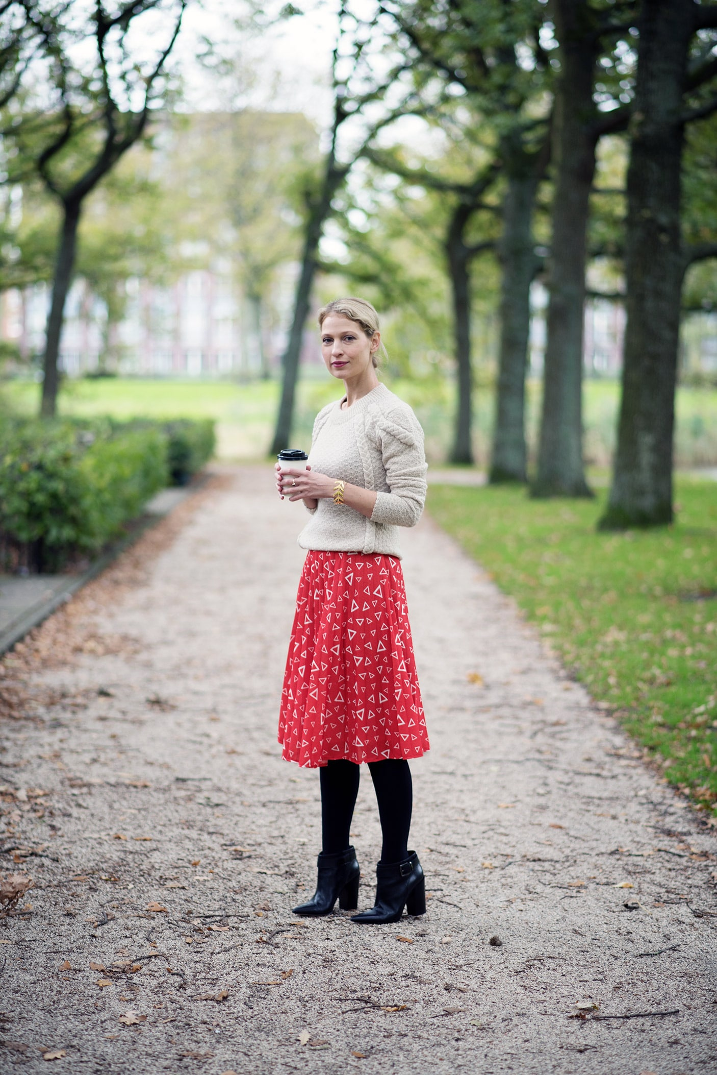 5 ways to wear vintage without looking like a period movie actress