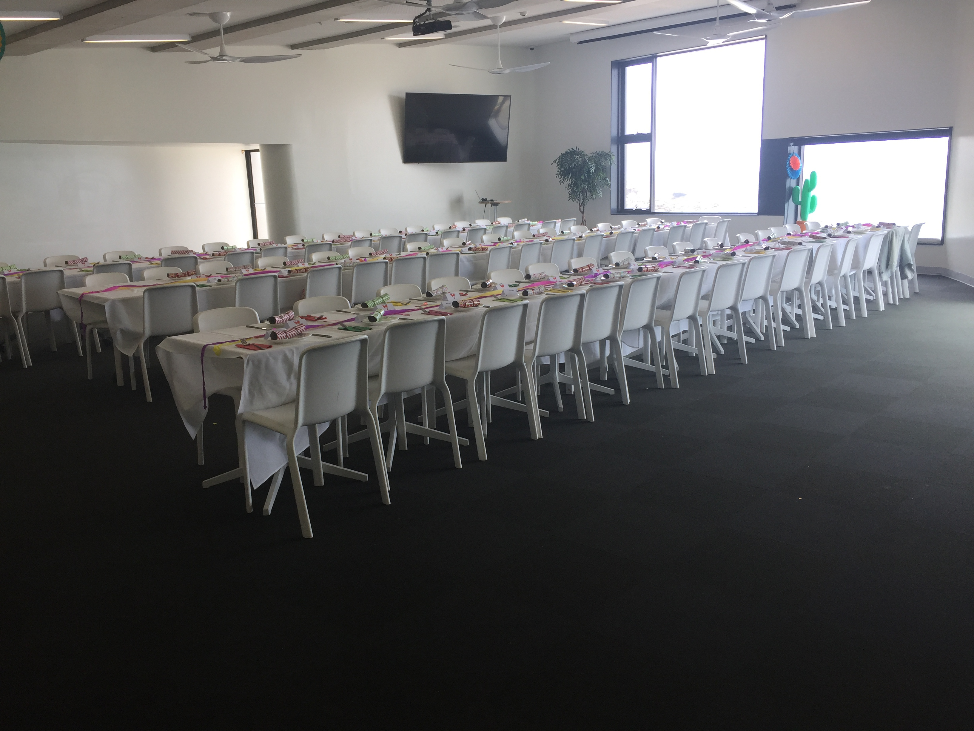 BB-room-long-tables-100-pax