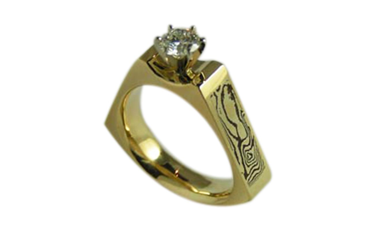 Nordic Wood - Mokume gane 18 kt yellow gold 1.00 ct diaqmond.