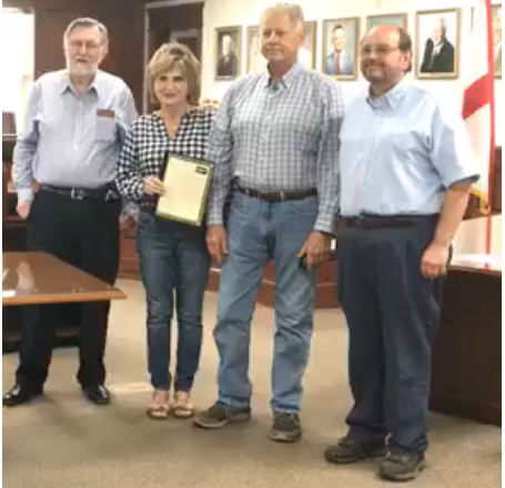 Fort Payne Mayor Presents Third Saturday Sunset Committee with Proclamation