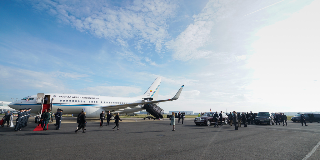 columbian-president-state-visit-stansted-31-10-16-121