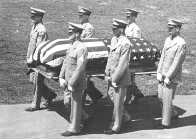 The honor guard bearing the remains of Saburo Tanamachi (U.S. Army Signal Corps photo)