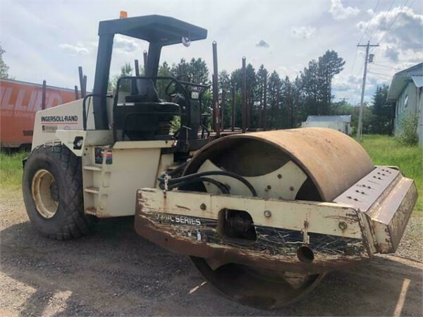Ingersol Rand SD 150D Pro Pac Single Drum Dirt Roller