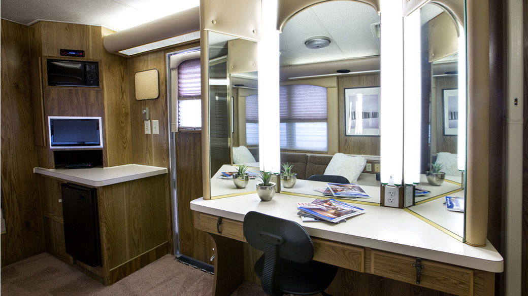 Two Room 38ft Cast Trailer [2C]