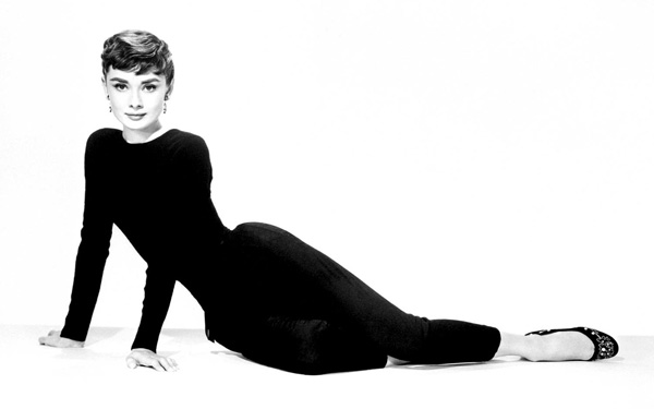 black-and-white-audrey-hepburn-Wallpaper