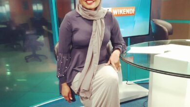 Photo of Mwanaisha Chidzuga Impresses Fans With Her Ugali Skills On Three-stone Cooking