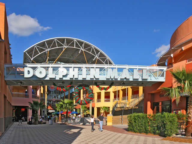 Dolphin Mall Shopping Day Tour in Miami