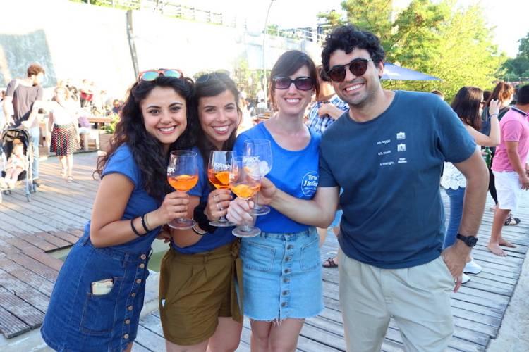 Sara Trovatelli junto a Andrea D'Addio, fundador y director de la Berlino Magazine, Benedetta De Vico y Francesca Caglio