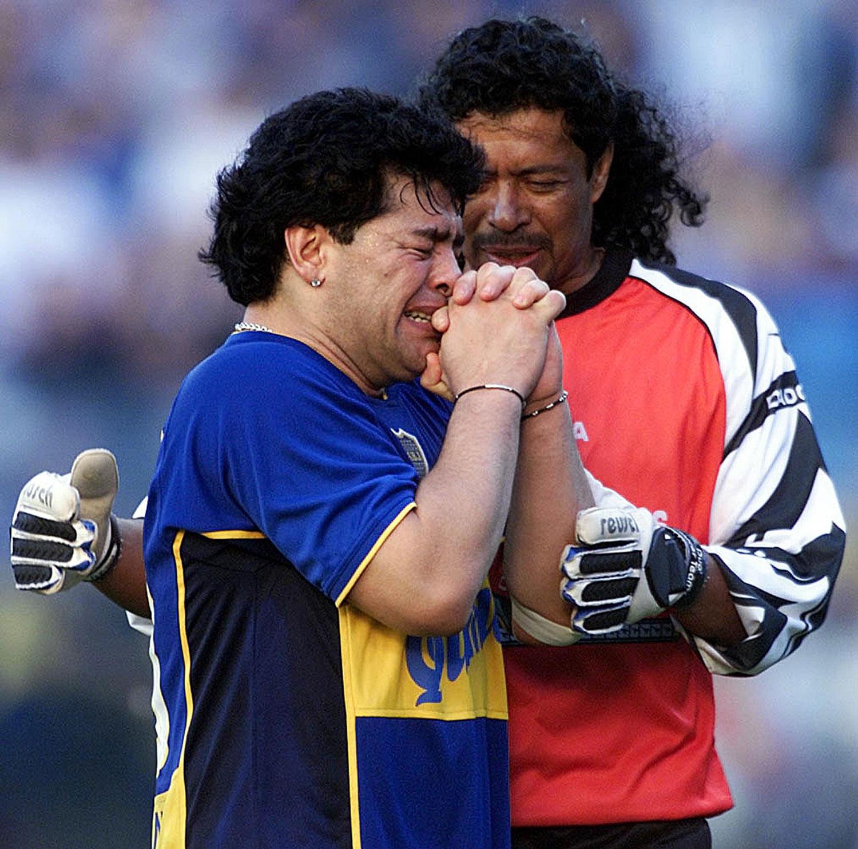 René Higuita consuela de Maradona luego de su famoso discurso de