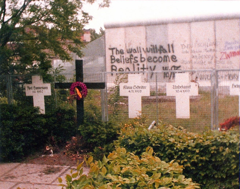 Memorial en conmemoración a las víctimas del muro de Berlín, 1982. ©Lyricmac.