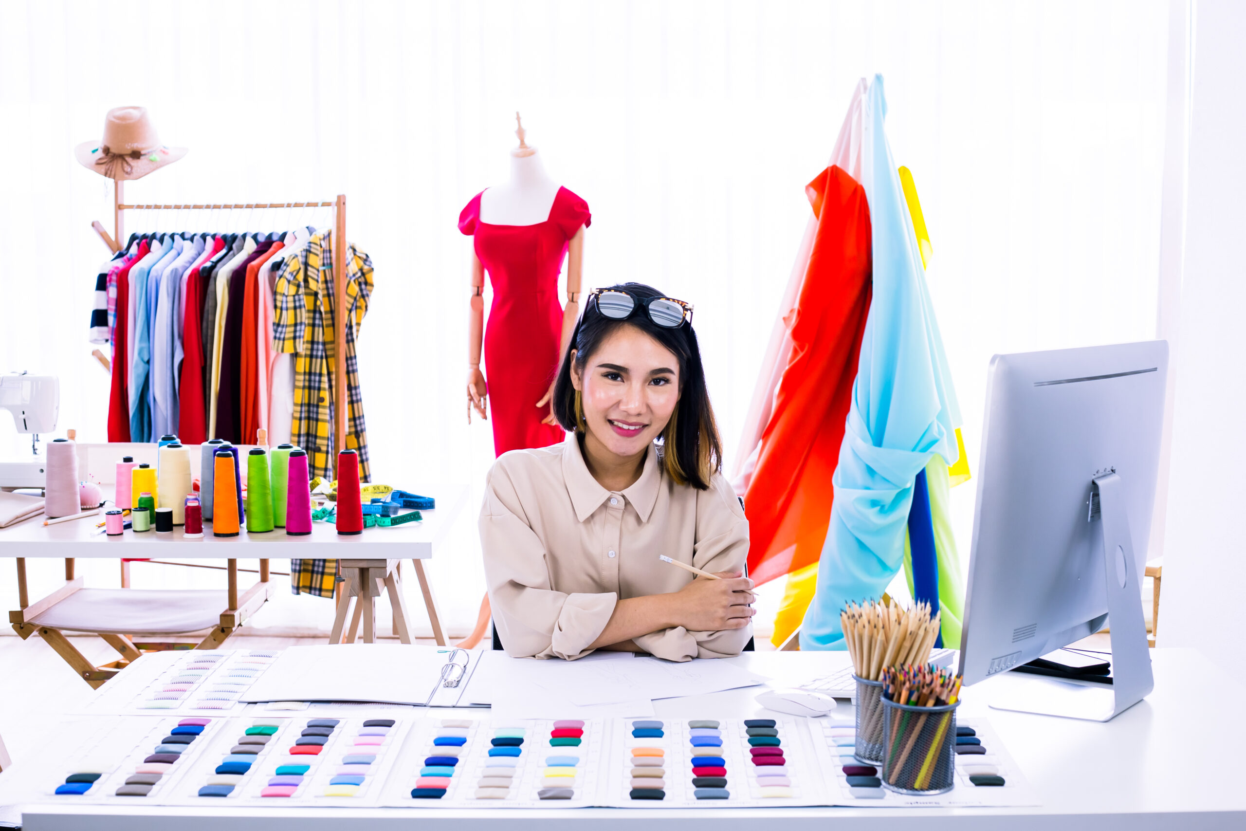 become a fashion design instructor