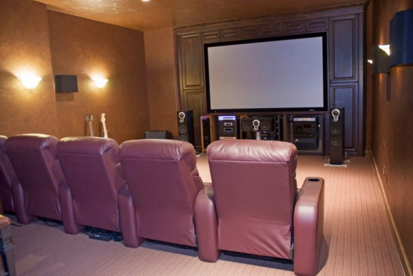 HERE'S HOW YOU CAN IMPROVE YOUR HOME THEATER DECOR