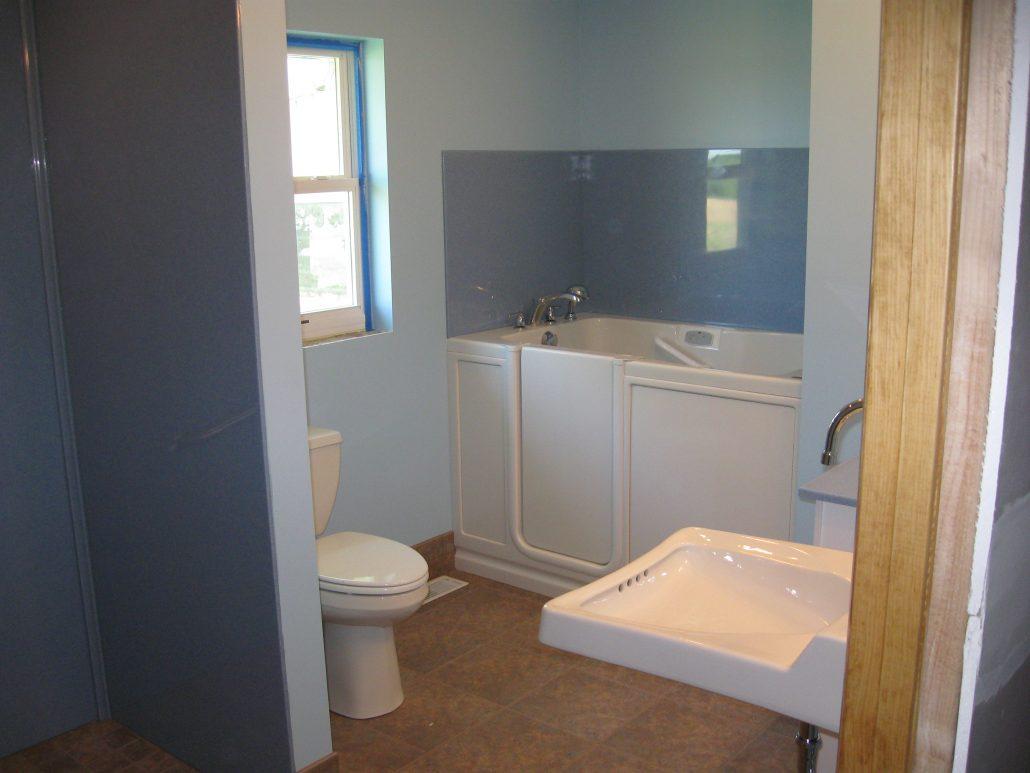 LONG BATHROOM WALKIN TUB