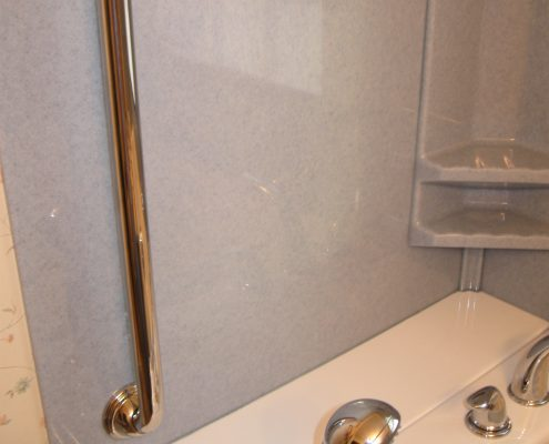 Holm walk in tub with vertical safety grab