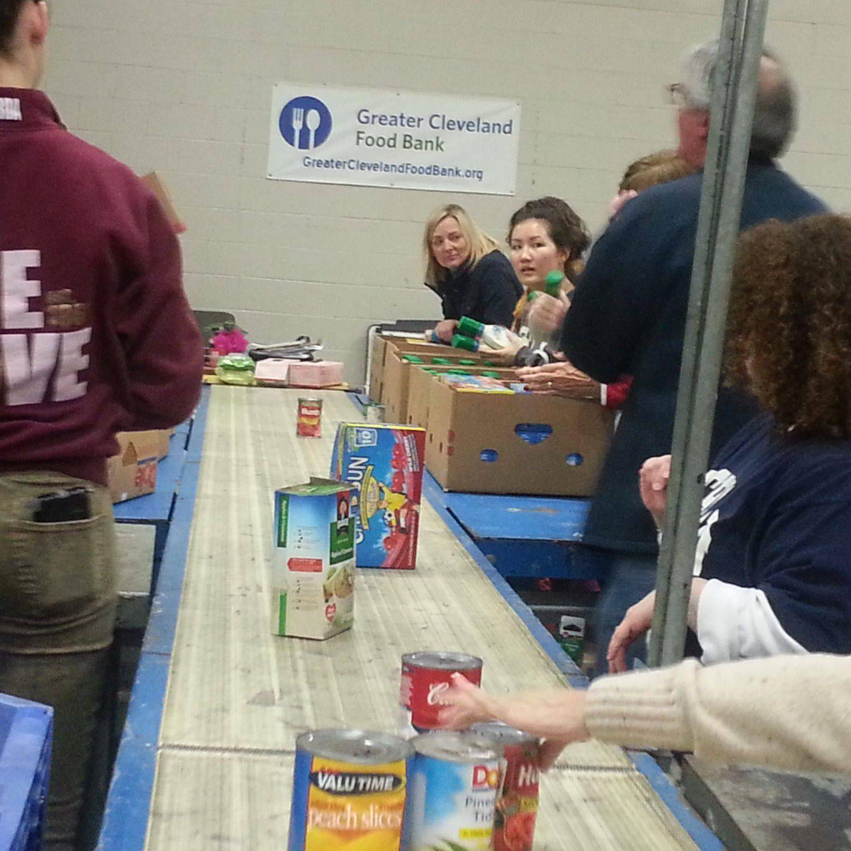 2015_greaterclevelandfoodbank_volunteering