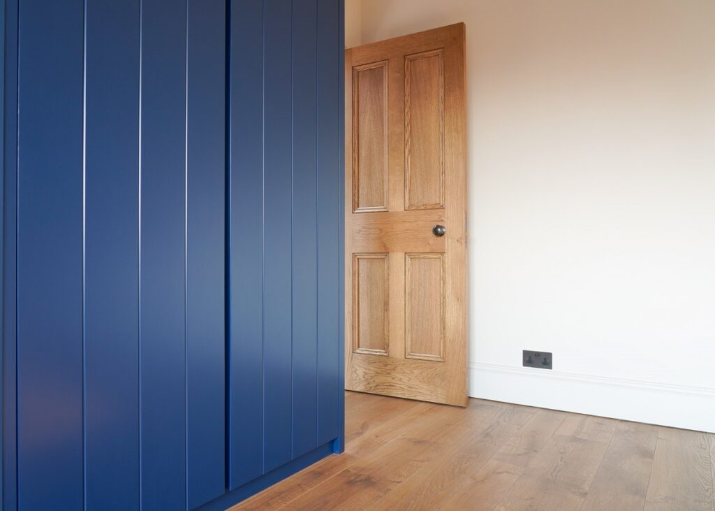 BEAUTIFUL, BESPOKE HINGED-DOOR WARDROBES MANUFACTURED AT OUR WEST LONDON WORKSHOP.