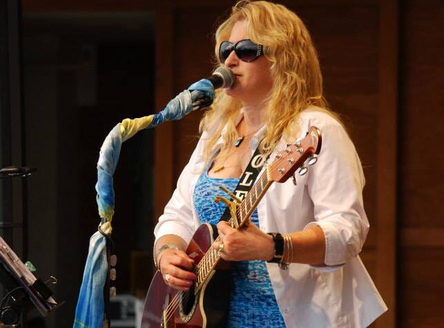 Soloist Nicole Knox Murphy will be performing LIVE MUSIC at Millyard Brewery in Nashua!
