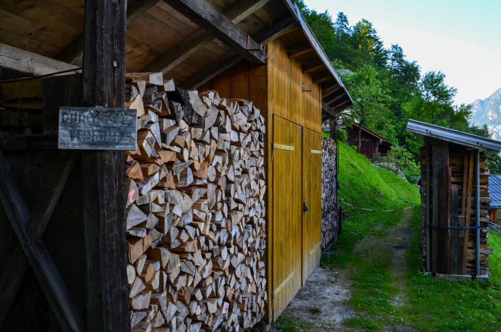 How to cover firewood