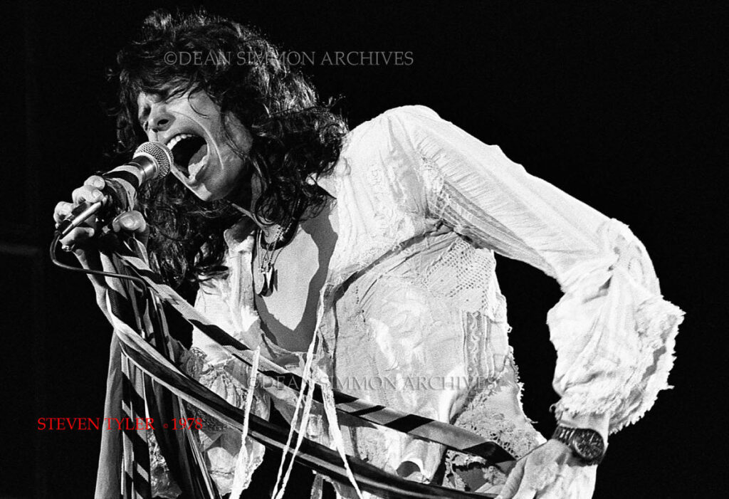 STEVEN TYLER LEADS 'AEROSMITH' THROUGH ANOTHER KILLER PERFORMANCE AT ALPINE VALLEY RESORT, JUST OUTSIDE CHICAGO, IN THE SUMMER OF 1978.