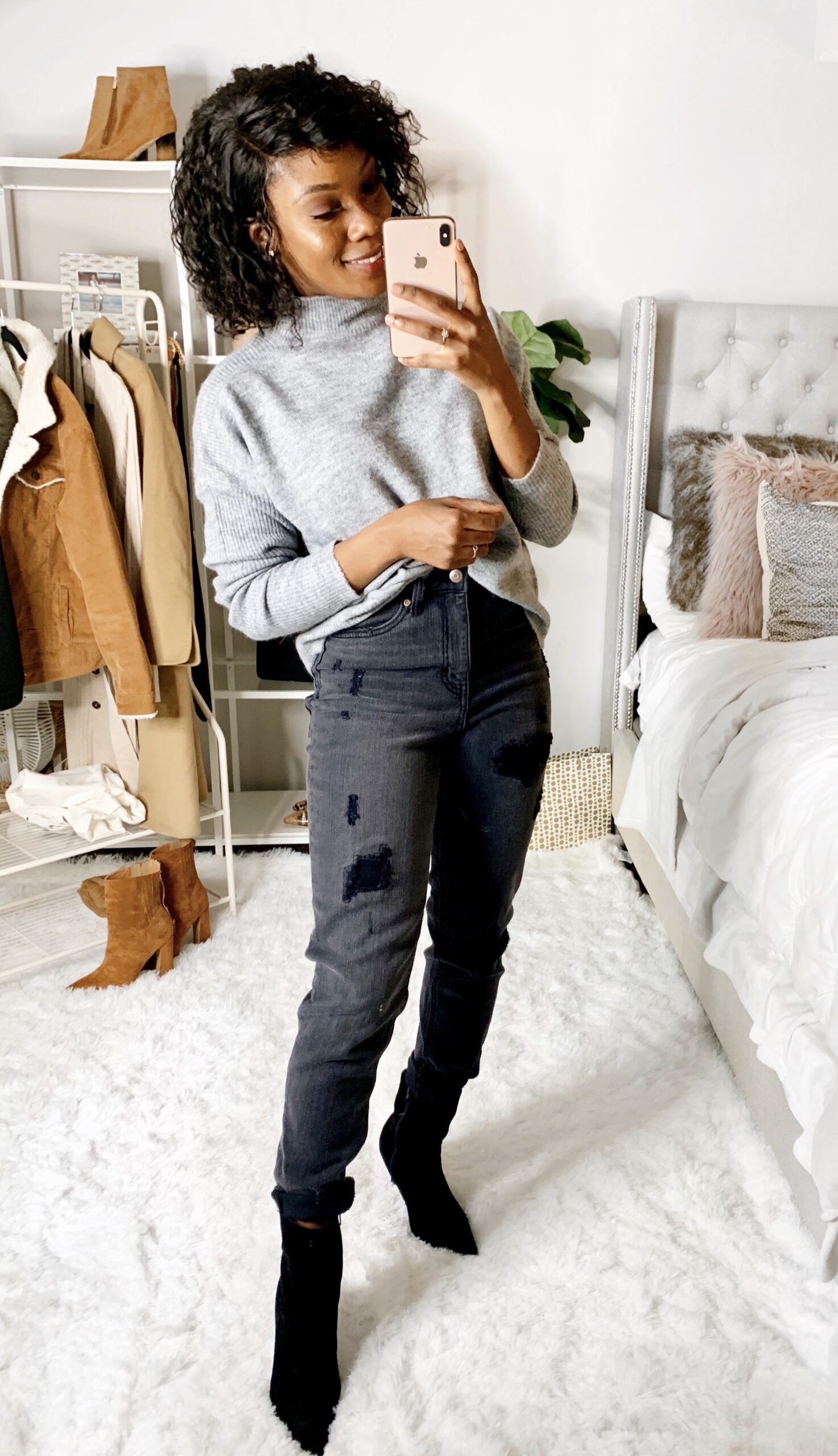 Stylish Walmart mom jeans . Perfect for date night look .