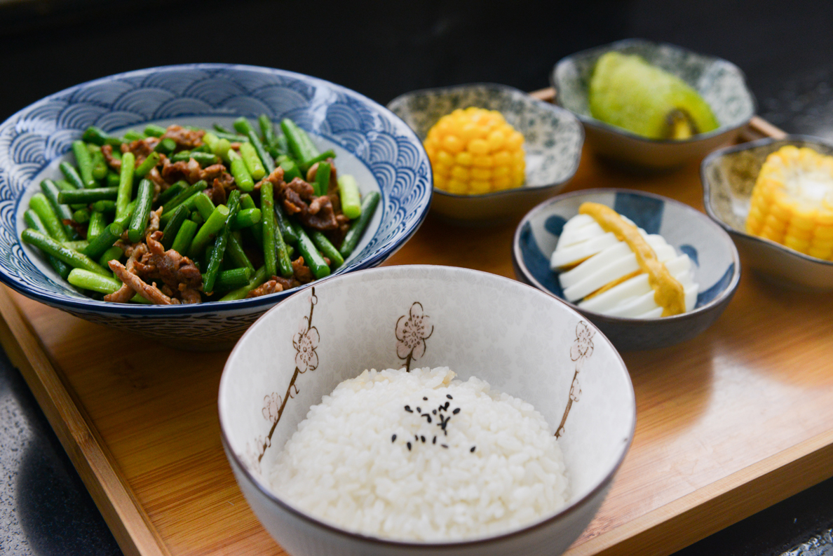 rice-on-bowl-sliced-egg-corn-and-vegetable-on-table-724300_1188