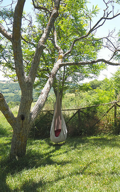 TREE SWING AT UMBRIA WITH KIDS FAMILY HOLIDAYS