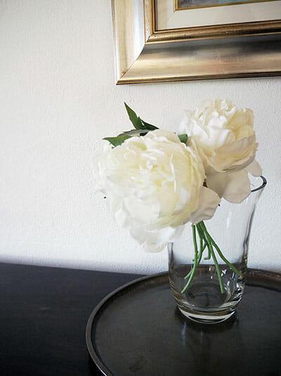 WHITE-ROSES-IO