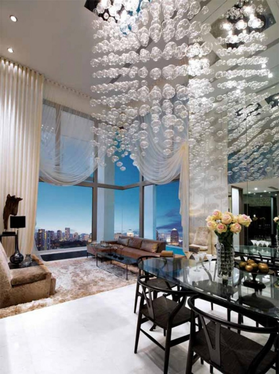 high-ceiling-decorating-living-room-with-Modern-chandeliers