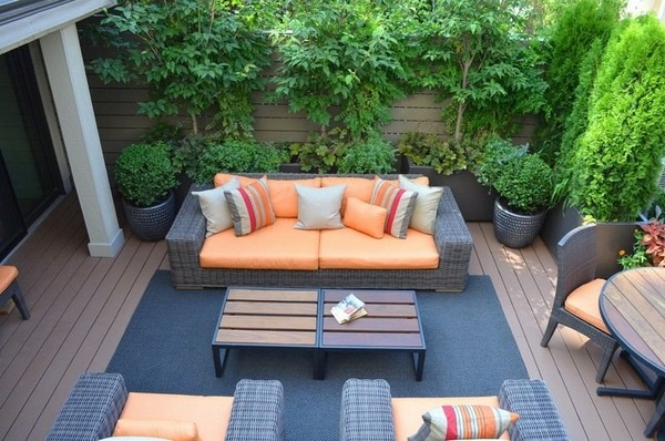 modern-small-garden-planters-backyard-ideas-outdoor-furniture-blue-carpet