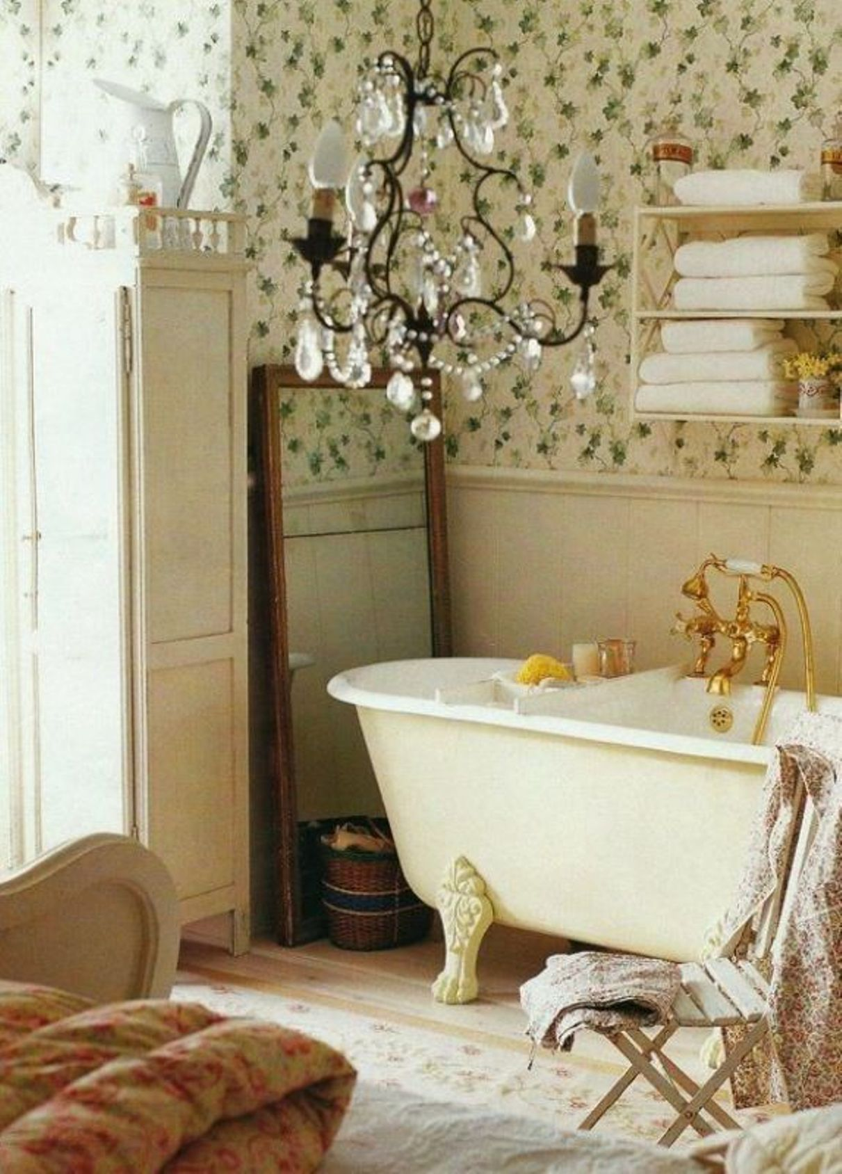shabby-chic-style-bathroom-with-wainscoting-and-wallpaper
