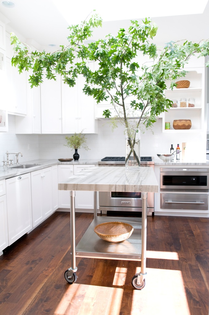 The all white contemporary kitchen