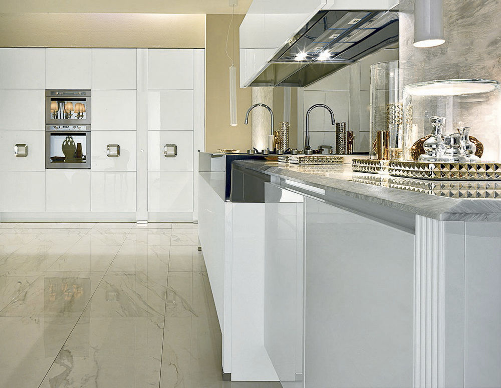 Contemporary kitchen in high-gloss