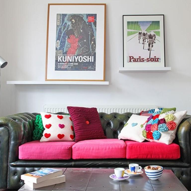 Chic Living Room with Modern Artwork