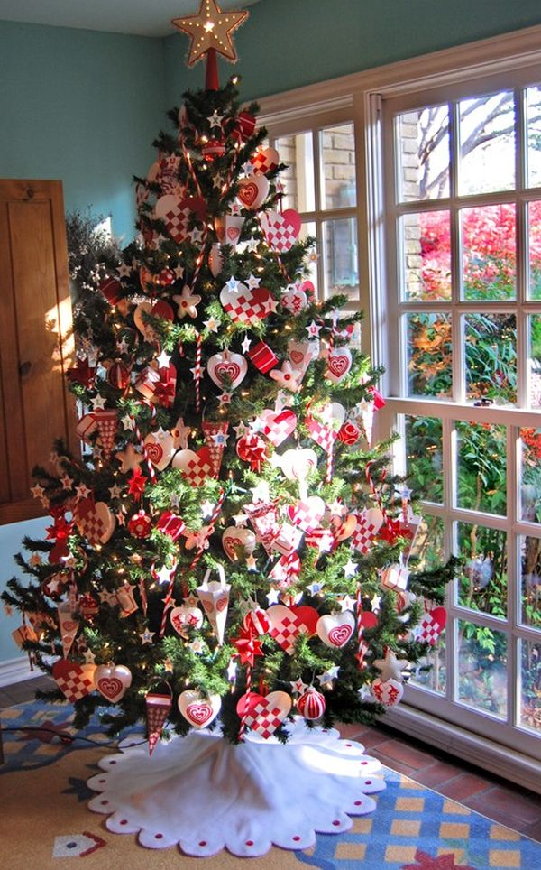 white-red-decorated-christmas-tree-decoration