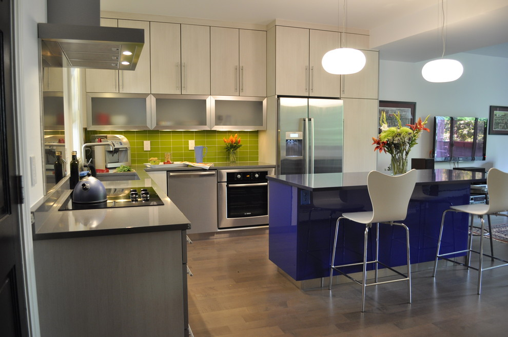High Gloss Colorful Kitchen With Ceiling Cabinets
