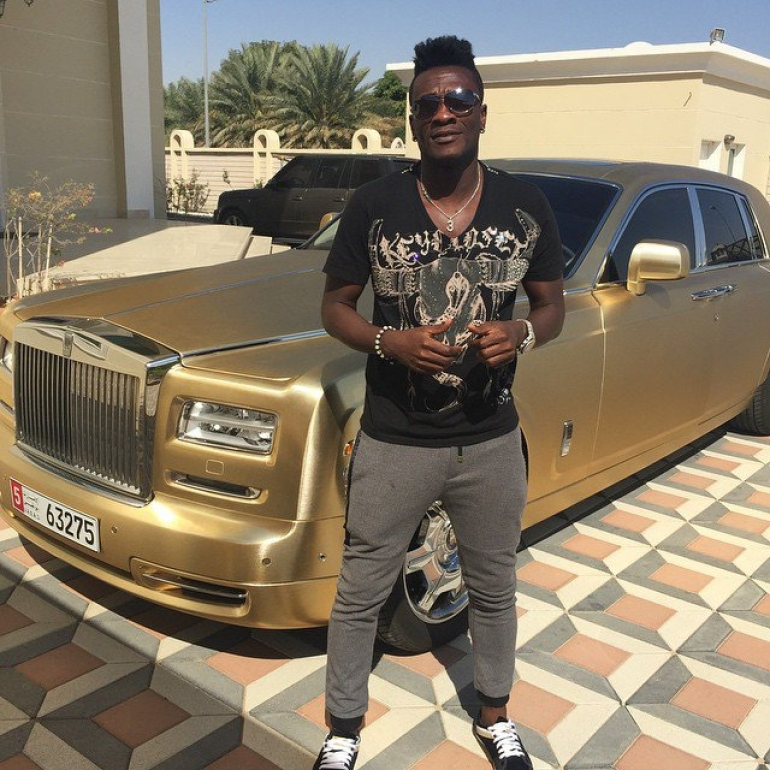 Photo of Adebayor Exposes family issues on facebook