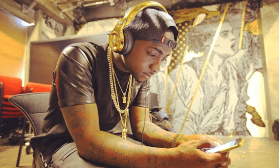 Photo of Davido Signs Up Two New Artists