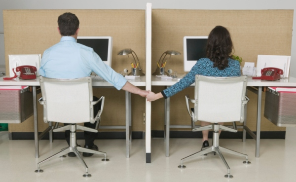 Photo of How To Handle Office Romance