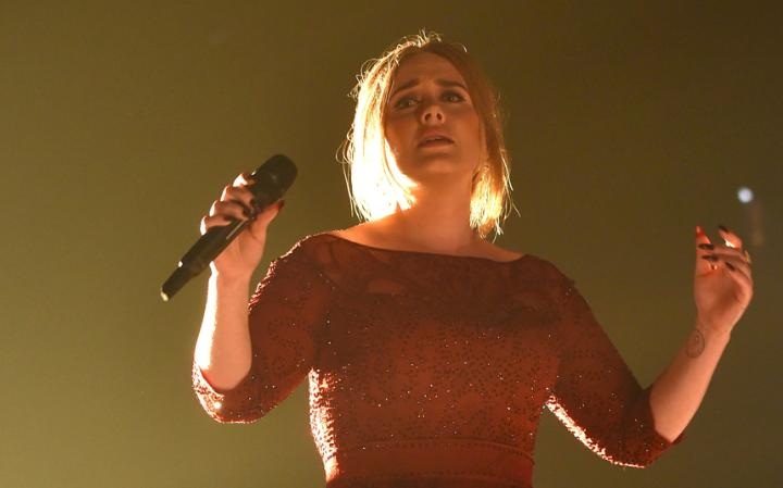 Photo of Adele Apologizes to Fans After Cancelling concert Due to Illness