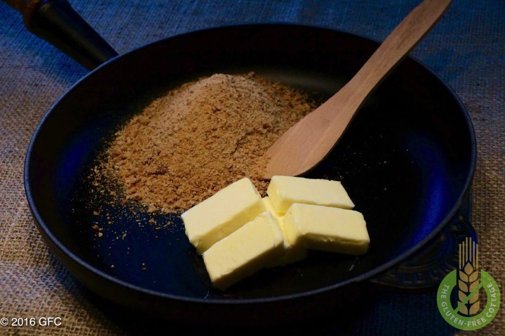 Preparation for roasted gluten-free breadcrumbs (gluten-free apple strudel).