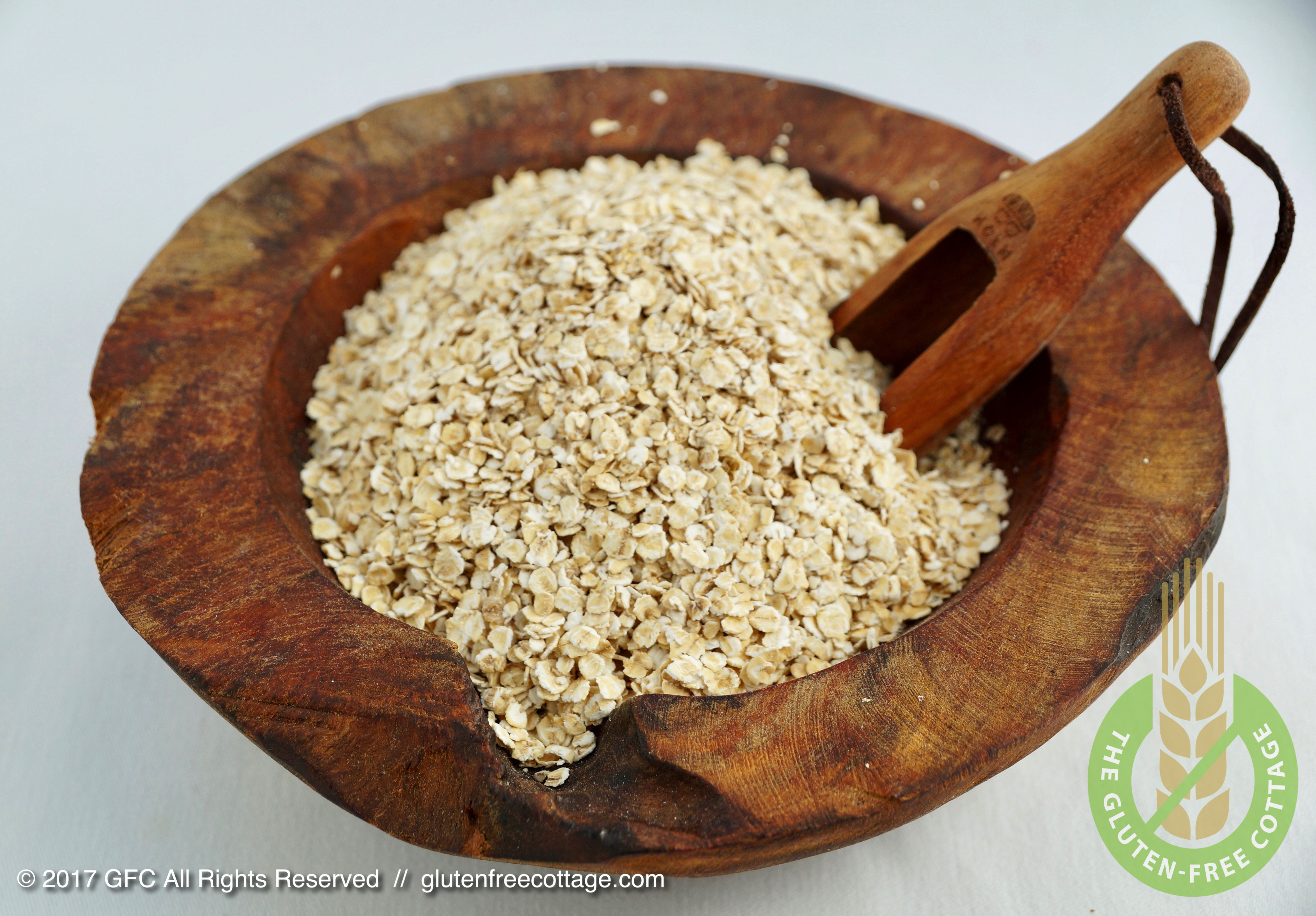 Old-fashioned rolled oats (gluten-free granola cookies).