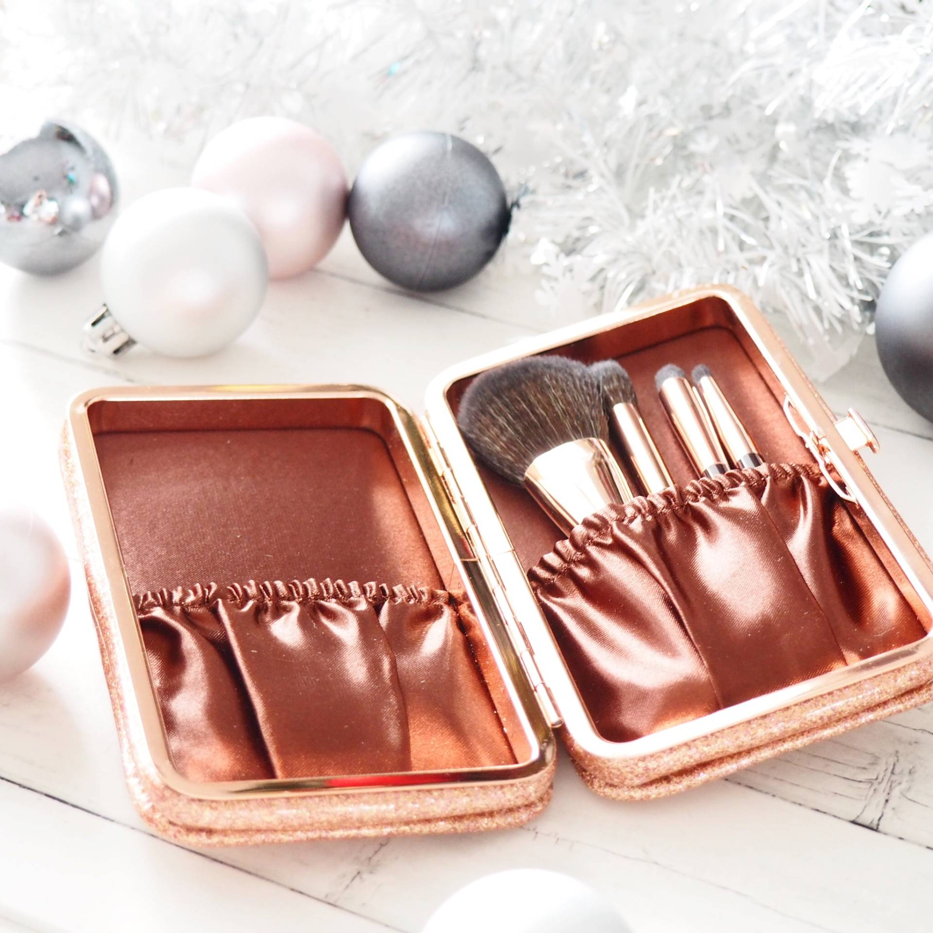 Charlotte-Tilbury_Magical_Mini_Brush_Set_Review