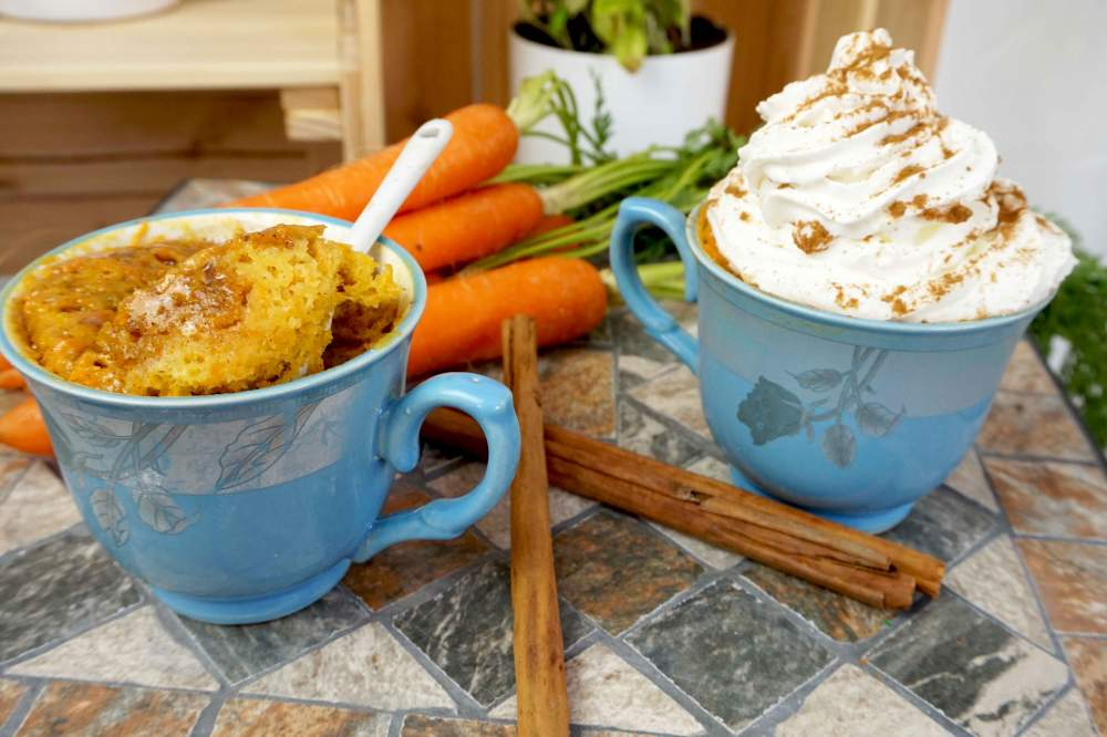 mugcake de tarta de zanahoria a la taza