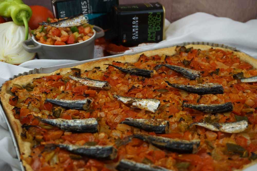 Coca de verdura y sardinas
